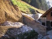Utrjevanje in ozelenitev vkopa za hišo