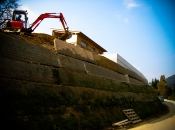 Errichtung einer hohen grünen Böschung