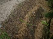 Stabilisierung einer instabilen Erdfläche unterhalb der Straße
