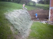 Erosionsschutz aus Holzstützen – Hangrost – zur Verhinderung der Oberflächenerosion